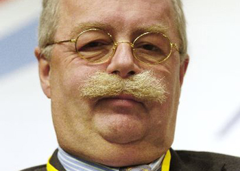http://www.lemoustachiste.com/wp-content/themes/le_moustachiste/images/moustache_of_the_day/christophe-de-margerie.jpg